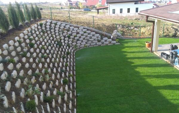 Proiectare si amenajare gradina cu taluz inalt